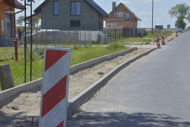 Ilustracja do informacji: 2,5 mln zł kosztowały powiatowo-gminne inwestycje chodnikowe