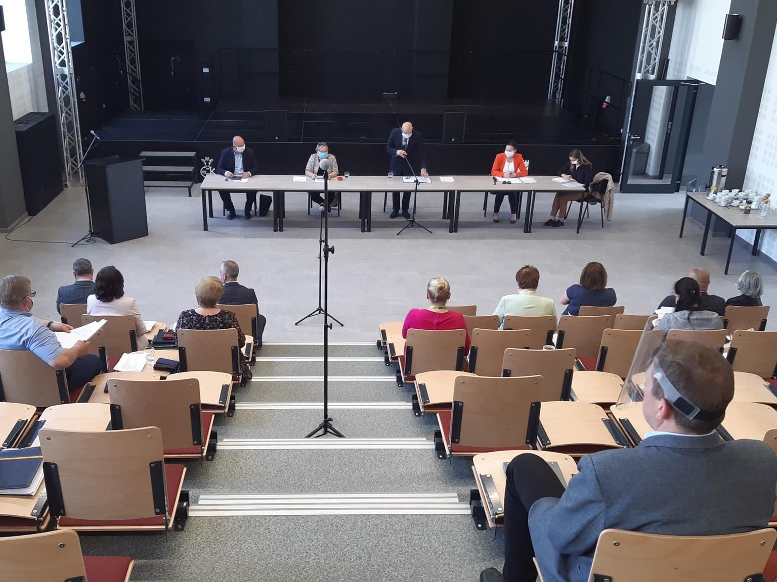 Ilustracja do informacji: Zapraszamy na retransmisję 22. sesji rady powiatu