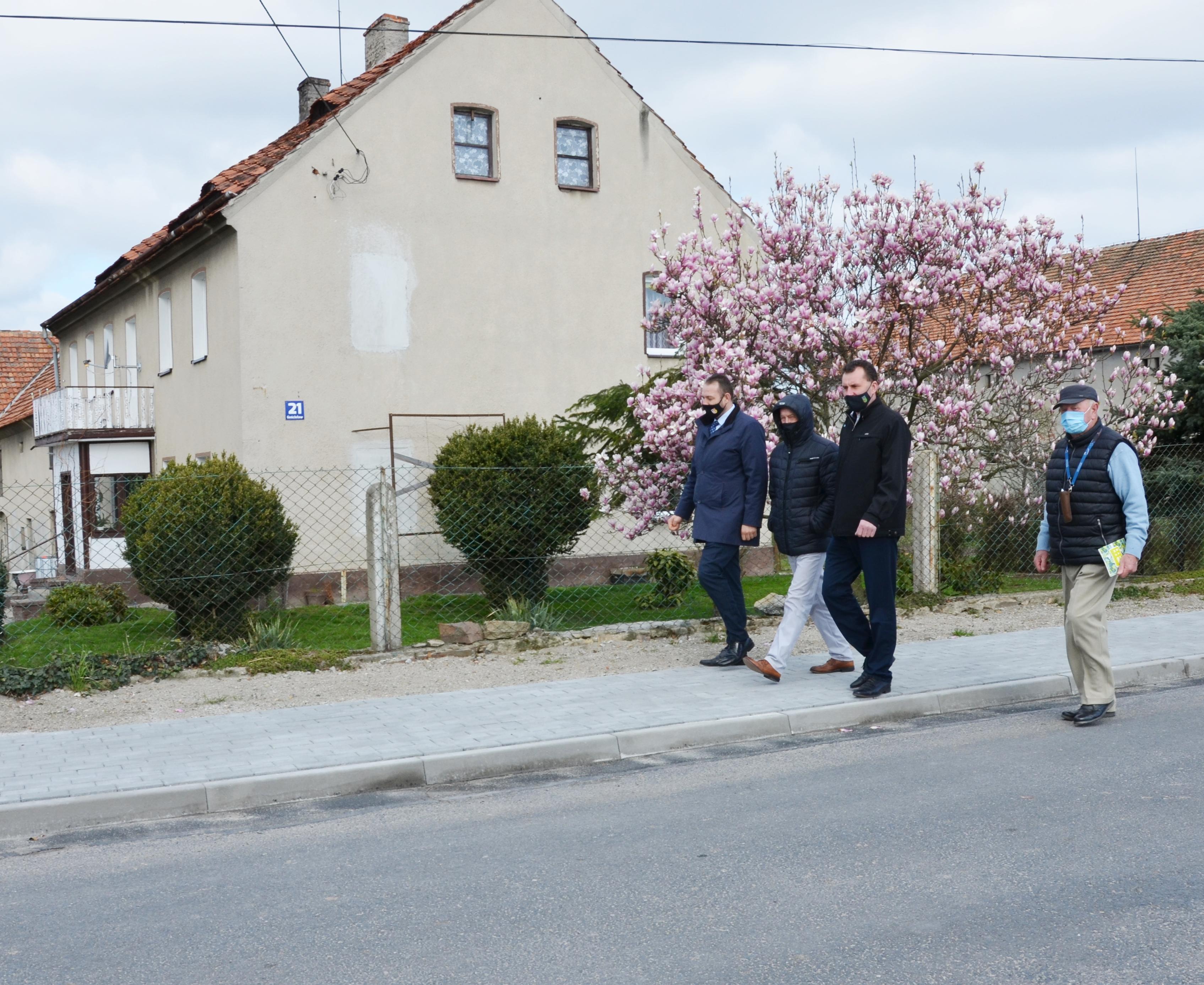 Ilustracja do informacji: Chodnik w Gościsławiu oficjalnie odebrany